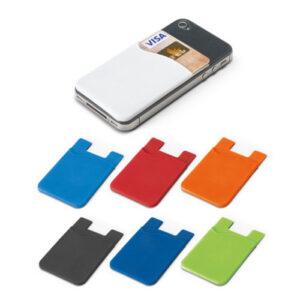 PORTA CARTÕES – Porta cartões para smartphone, em silicone, com autocolante no verso. Dimensões: 57 x 87 x 3 mm.