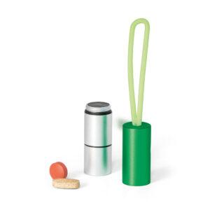 CHAVEIRO LANTERNA – Com 1 LED. Com porta comprimidos e fita em silicone.